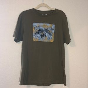 💖3/$10 under armour army green graphic tee